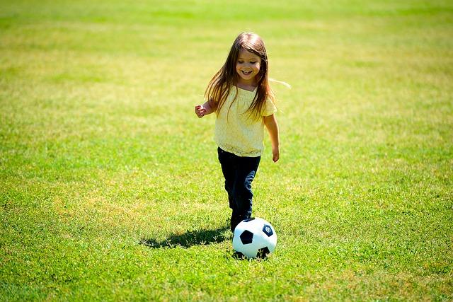 brincadeira bola futebol cego