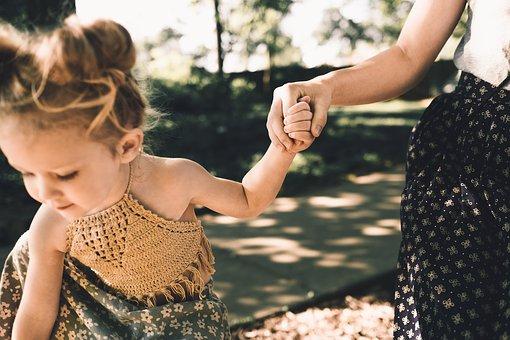 https://cursodebaba.com/images/brincadeiras-criancas-4-anos-sensoriais.jpg