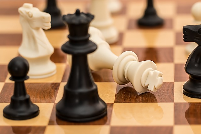 https://cursodebaba.com/images/brincadeiras-educativas-xadrez.jpg