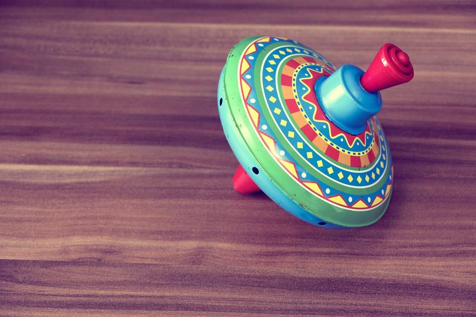 brincadeiras-folcloricas-roda-roda-piao