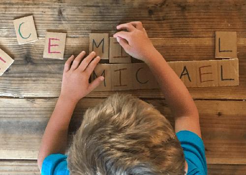 brinquedos-reciclados-alfabeto