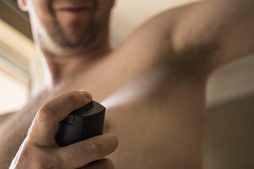 como tirar mancha de desodorante com vinagre
