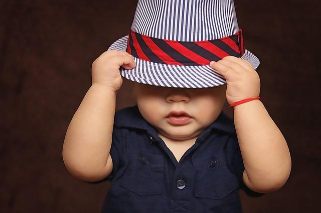 desenvolvimento infantil esconde esconde