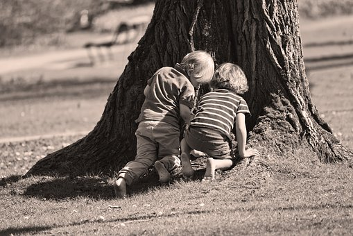 esconde-esconde-lugar-brincar