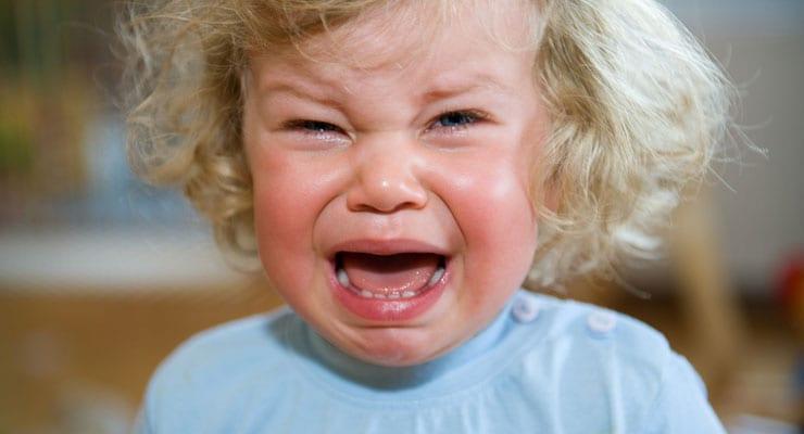sintomas no bebe quando esta nascendo os dentes